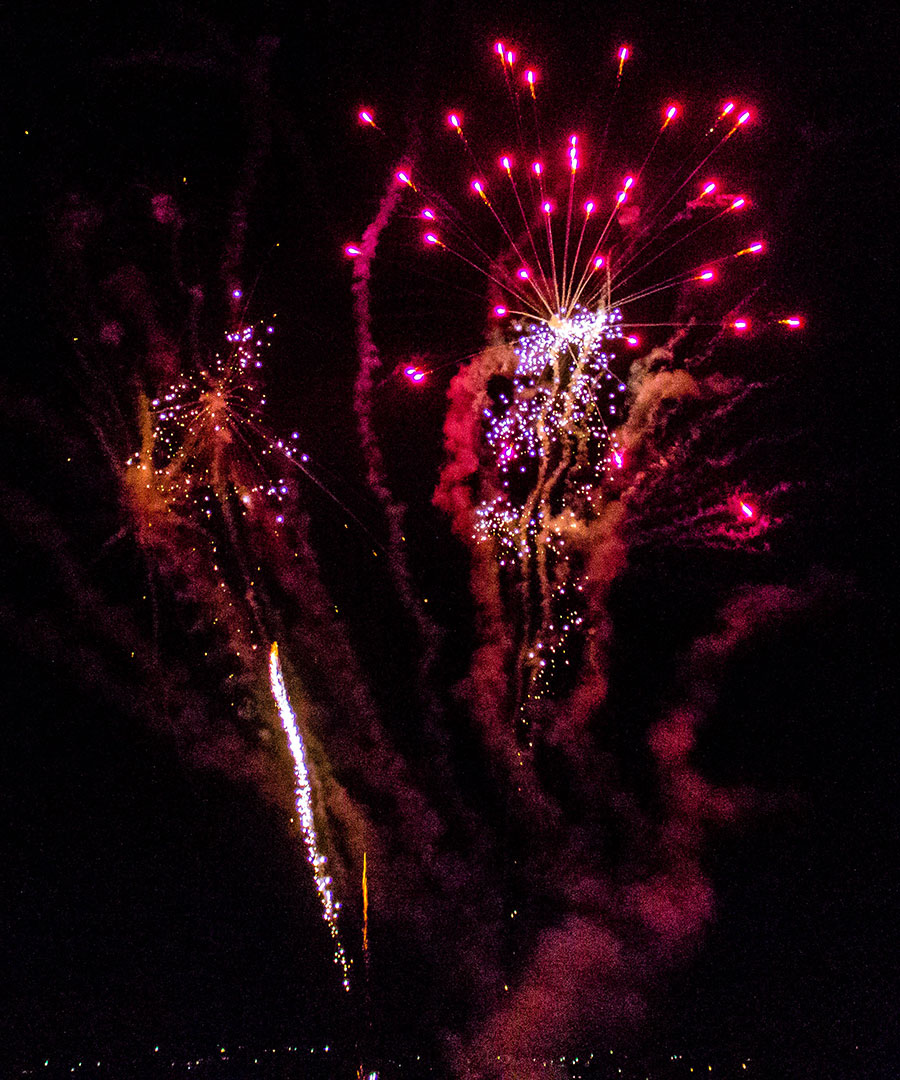 Seagulls-Bush-All-Fired-Up-Fireworks-Stage-Fx-4