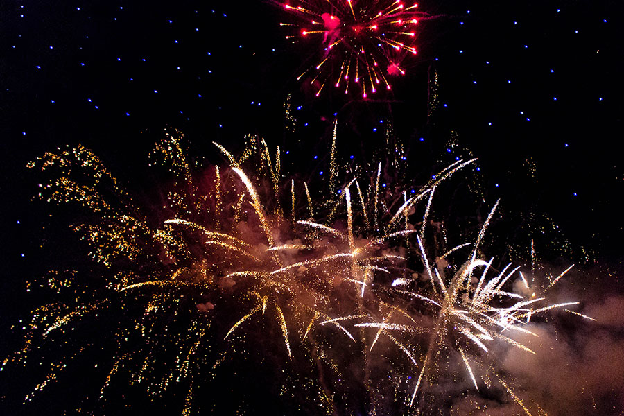Seagulls-Bush-All-Fired-Up-Fireworks-Stage-Fx-6