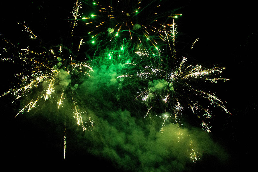 Seagulls-Bush-All-Fired-Up-Fireworks-Stage-Fx-8