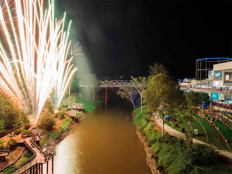 fire-on-the-river-ipswich-2018-all-fired-up-fireworks-stage-fx-1
