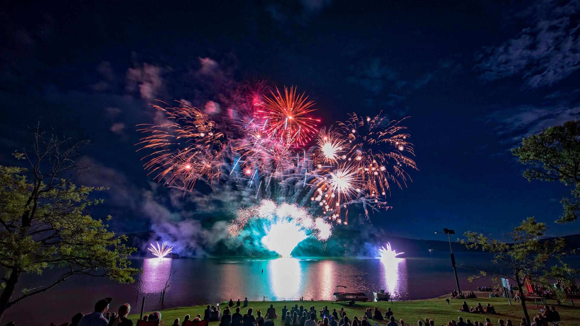 brisbane-fireworks-all-fired-up-fireworks-stage-fx-ipswich-home-slide-2018-2