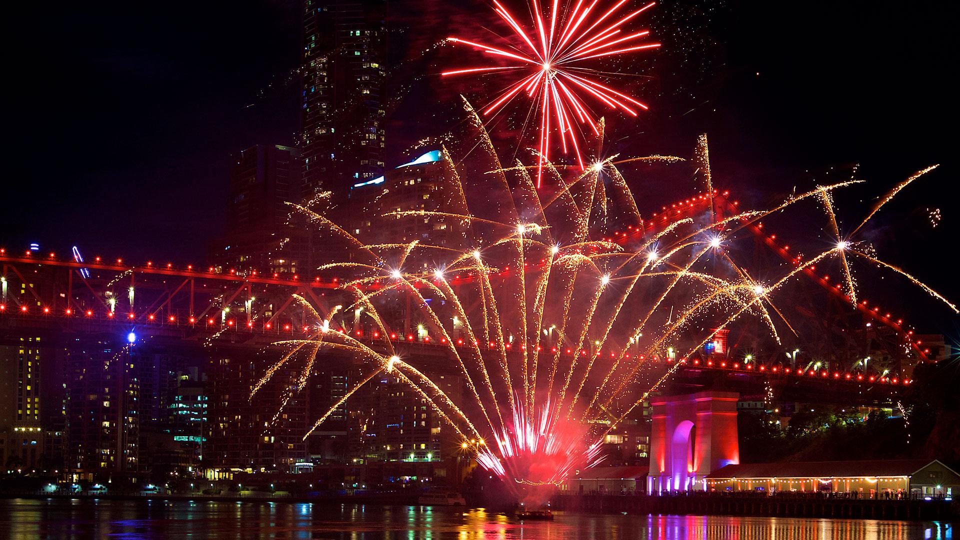 brisbane-river-fireworks-all-fired-up-fireworks-stage-fx